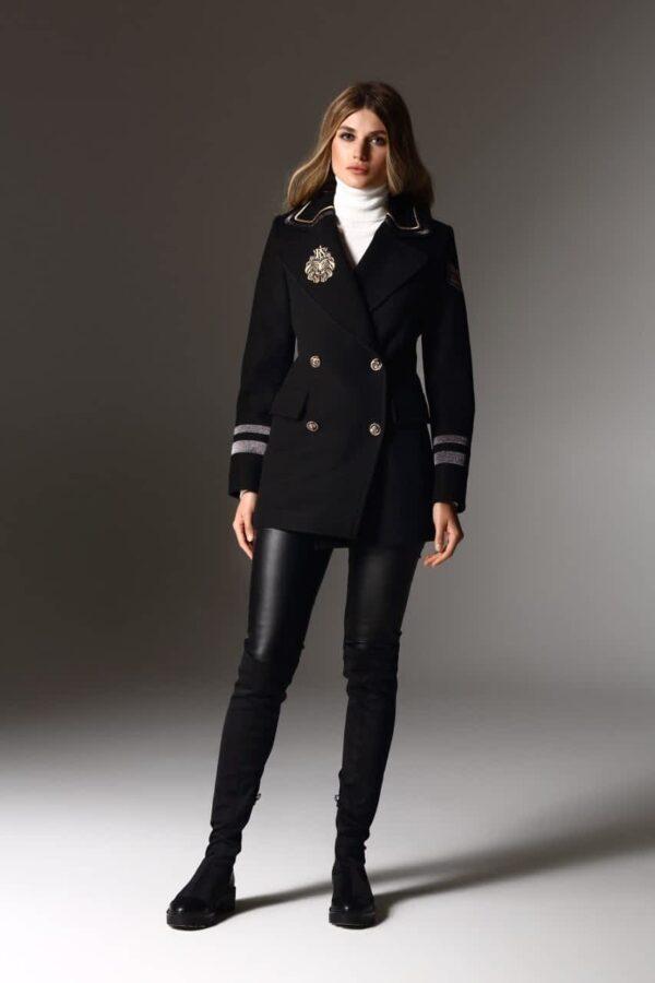⠀ Пальто-піджак з декоративною вишивкою