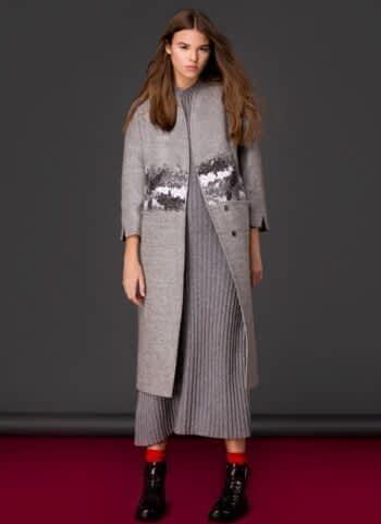 Пальто з декоративною вишивкою