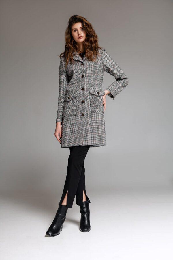 Пальто в клетку с отложным воротником
