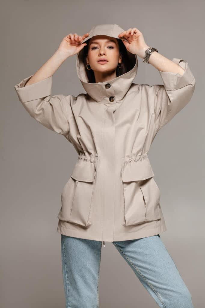 Куртка ветровка с капюшоном