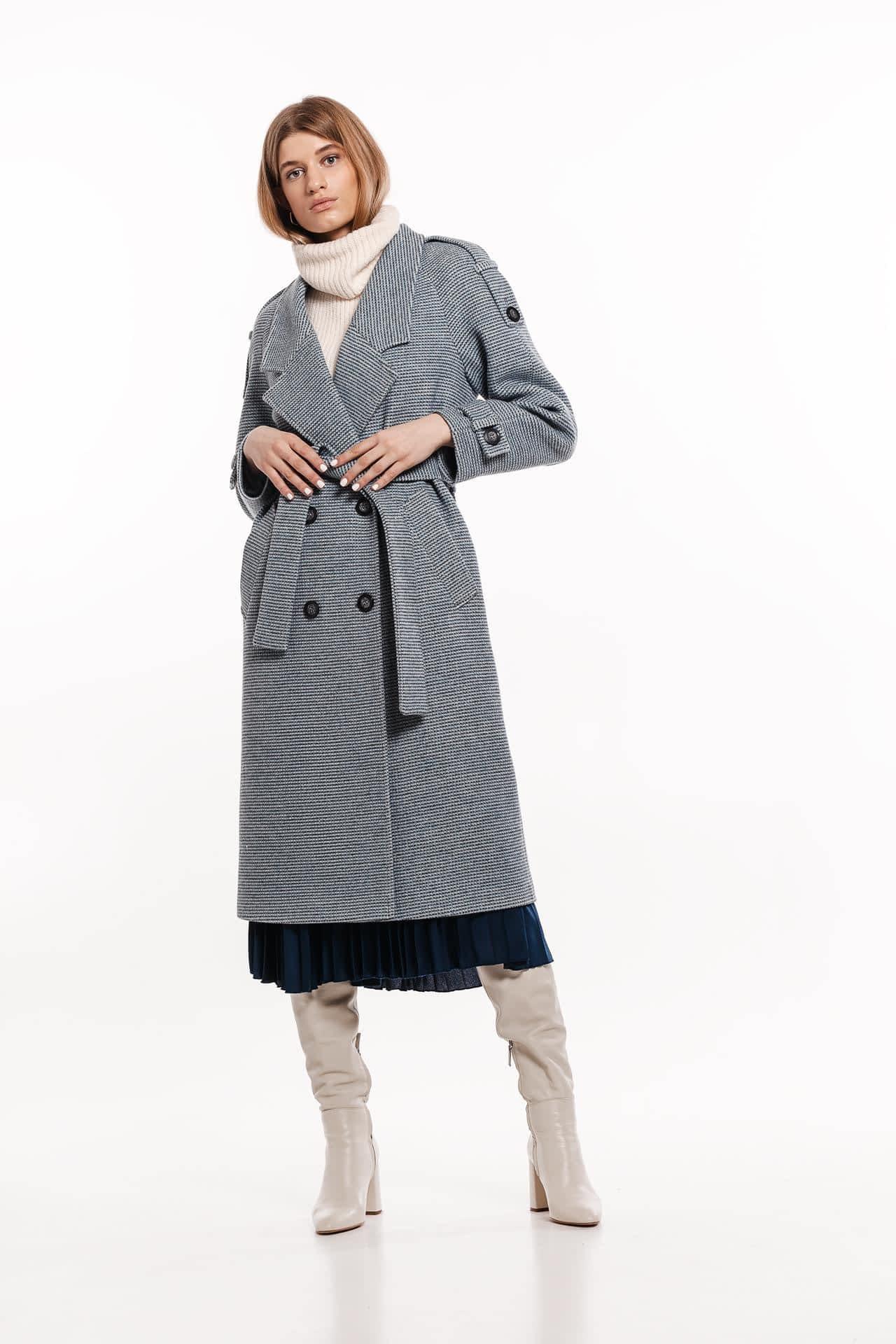 Пальто в дрібну клітинку з погонами