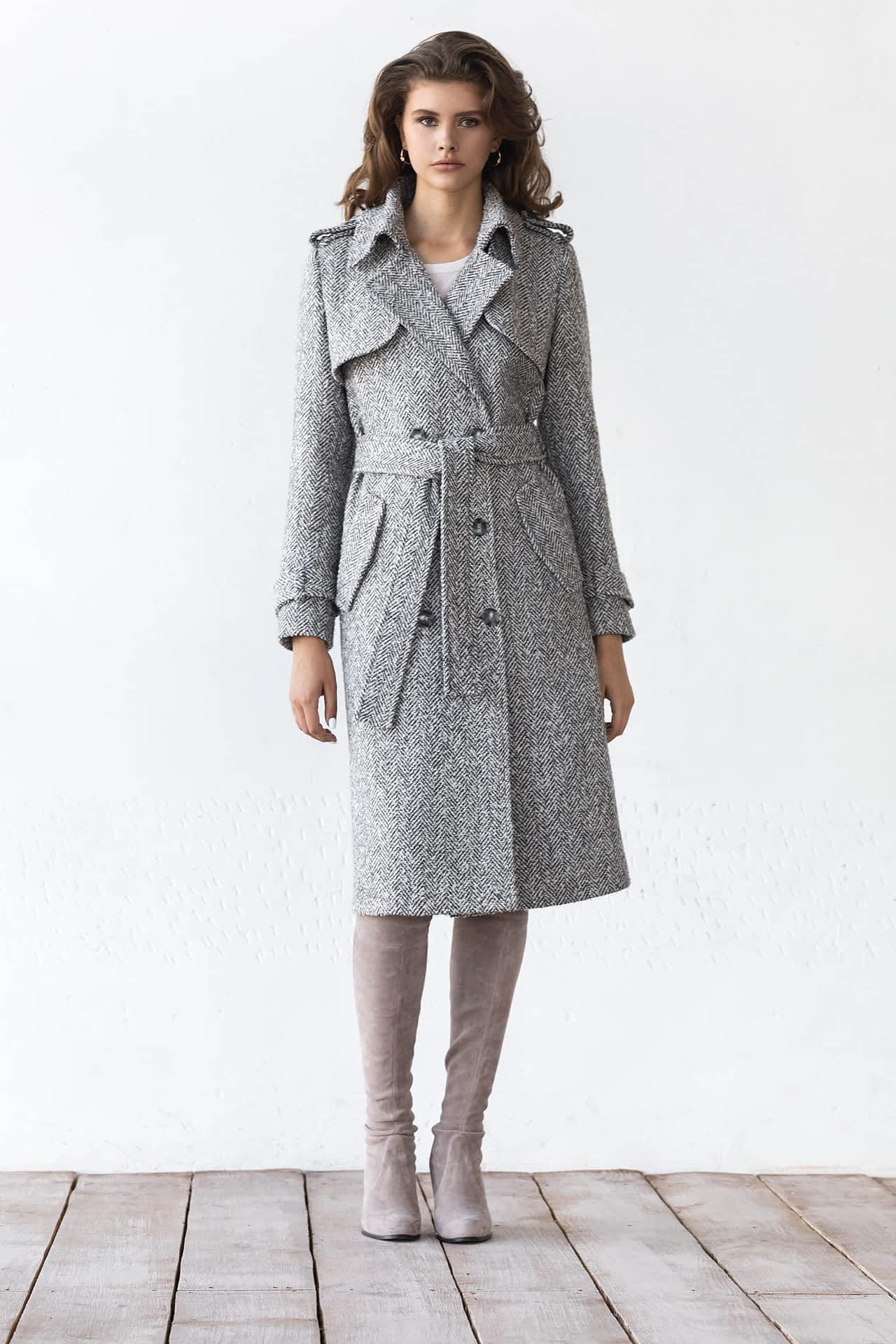 Двубортное пальто с погонами