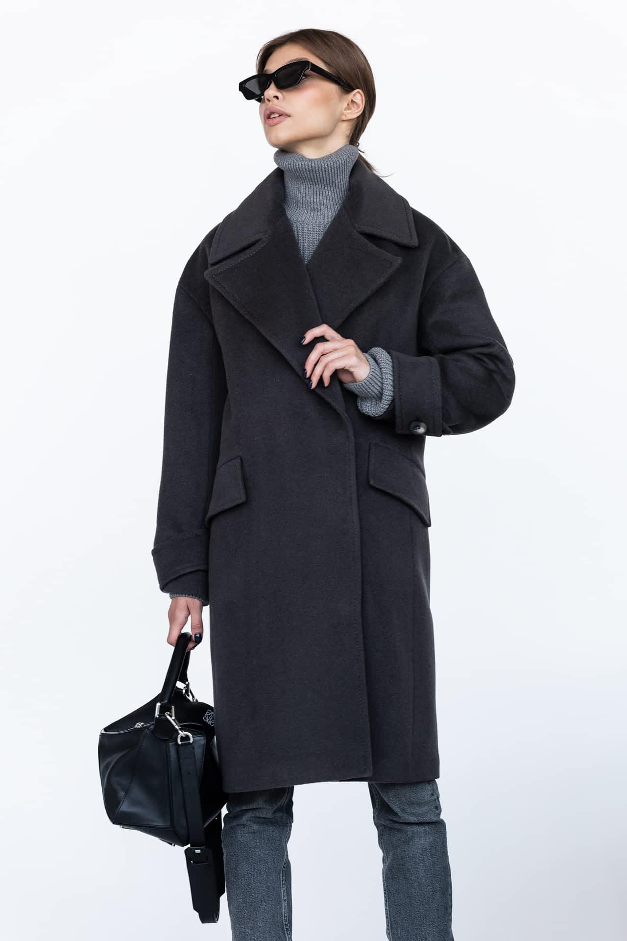 Пальто с широким воротником на кнопках