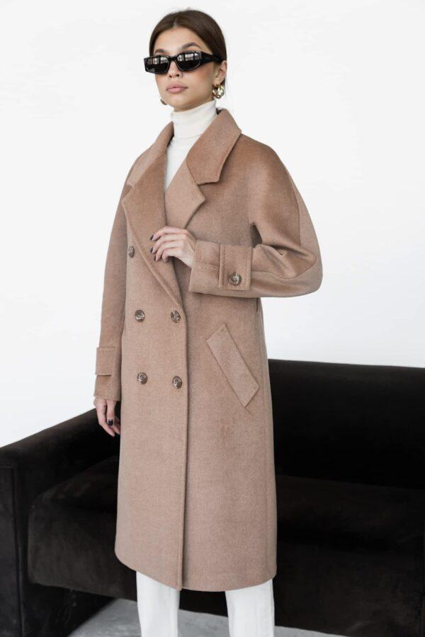 Двубортное пальто ровного кроя