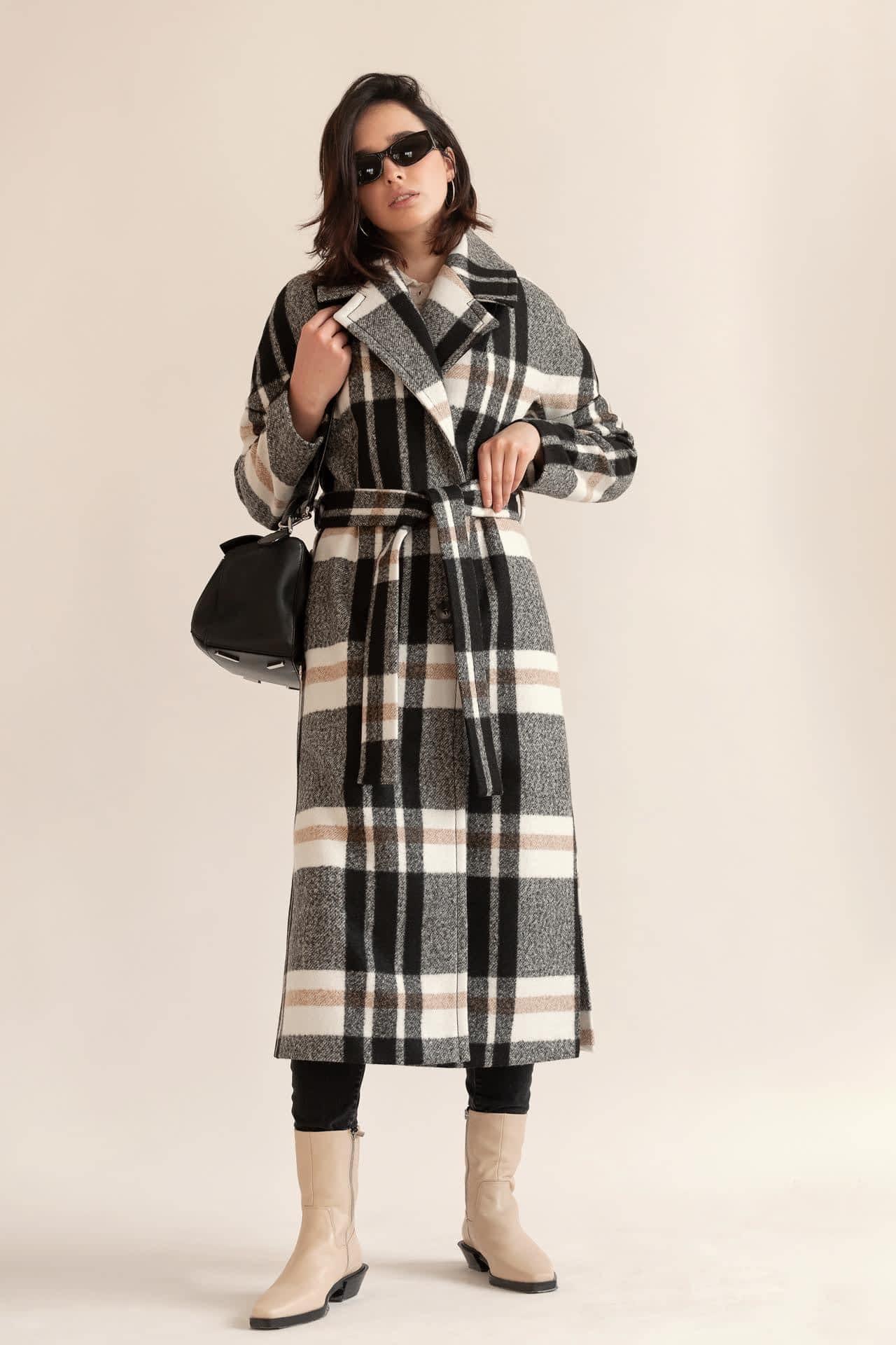 Вовняне пальто з поясом