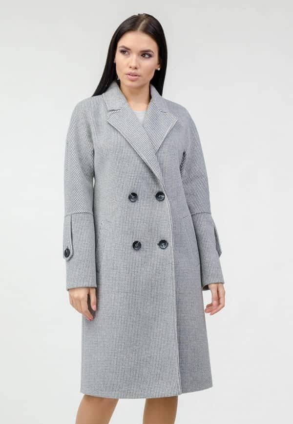 Серое двубортное пальто