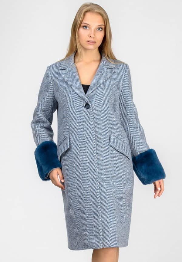 Тепле пальто з хутряними манжетами