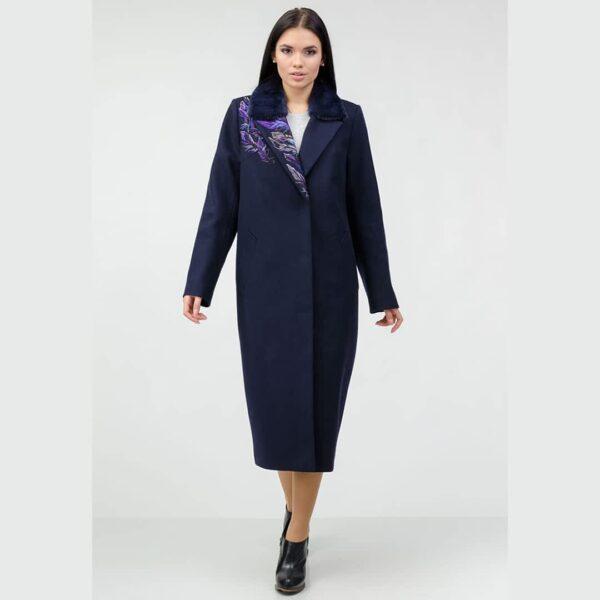 Пальто с вышивкой и мехом на воротнике