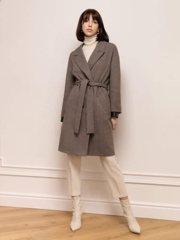 Укороченное пальто с кожаными манжетами
