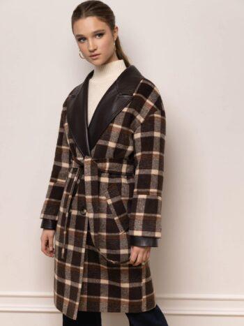 Укороченное пальто с кожаными деталями