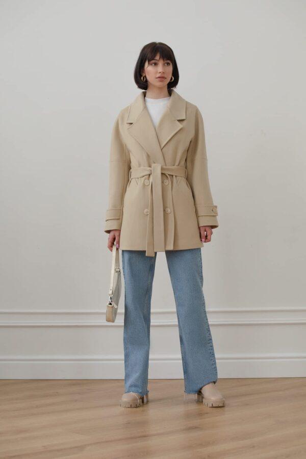 Вкорочене пальто з поясом
