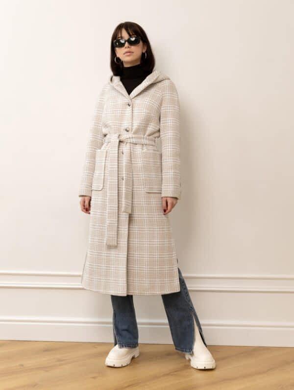 Довге пальто в клітку з капюшоном