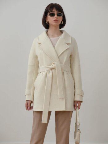 Укороченное пальто с поясом