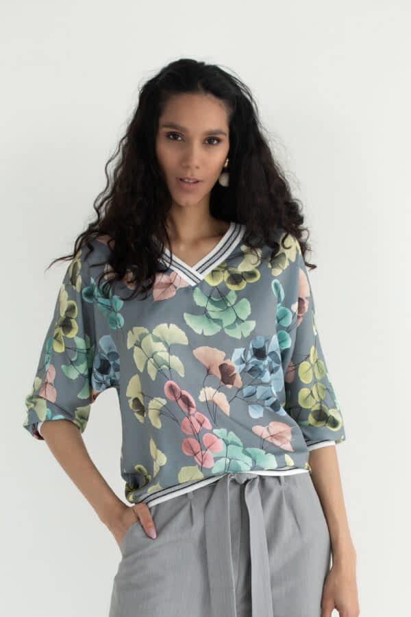 Блузка з квітковим принтом