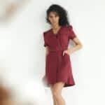 Короткое платье из льна