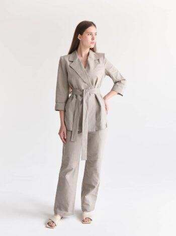 Льняной костюм с пиджаком и брюками