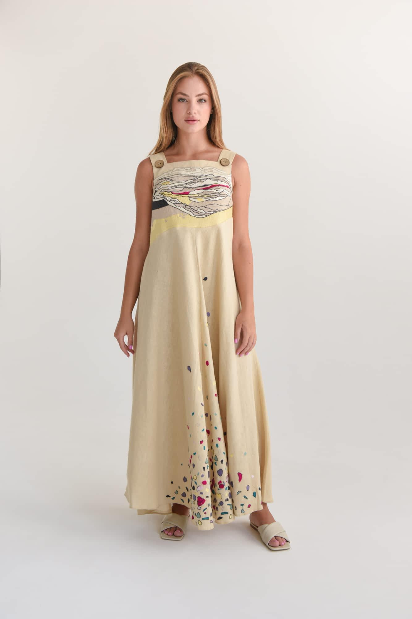 Платье с декоративной вышивкой макси