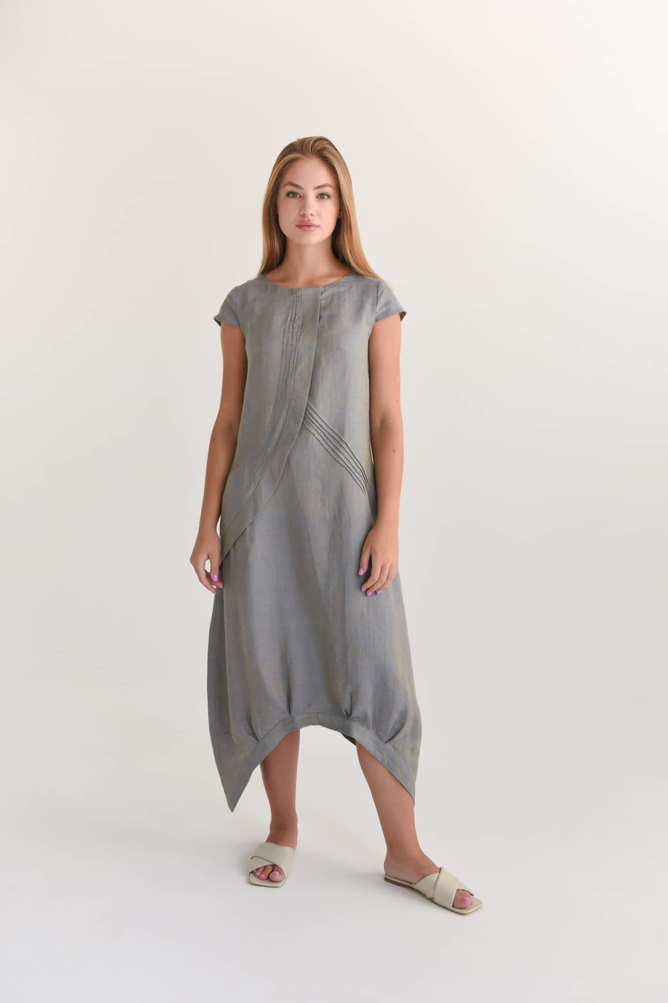 Лляна сукня довжини міді