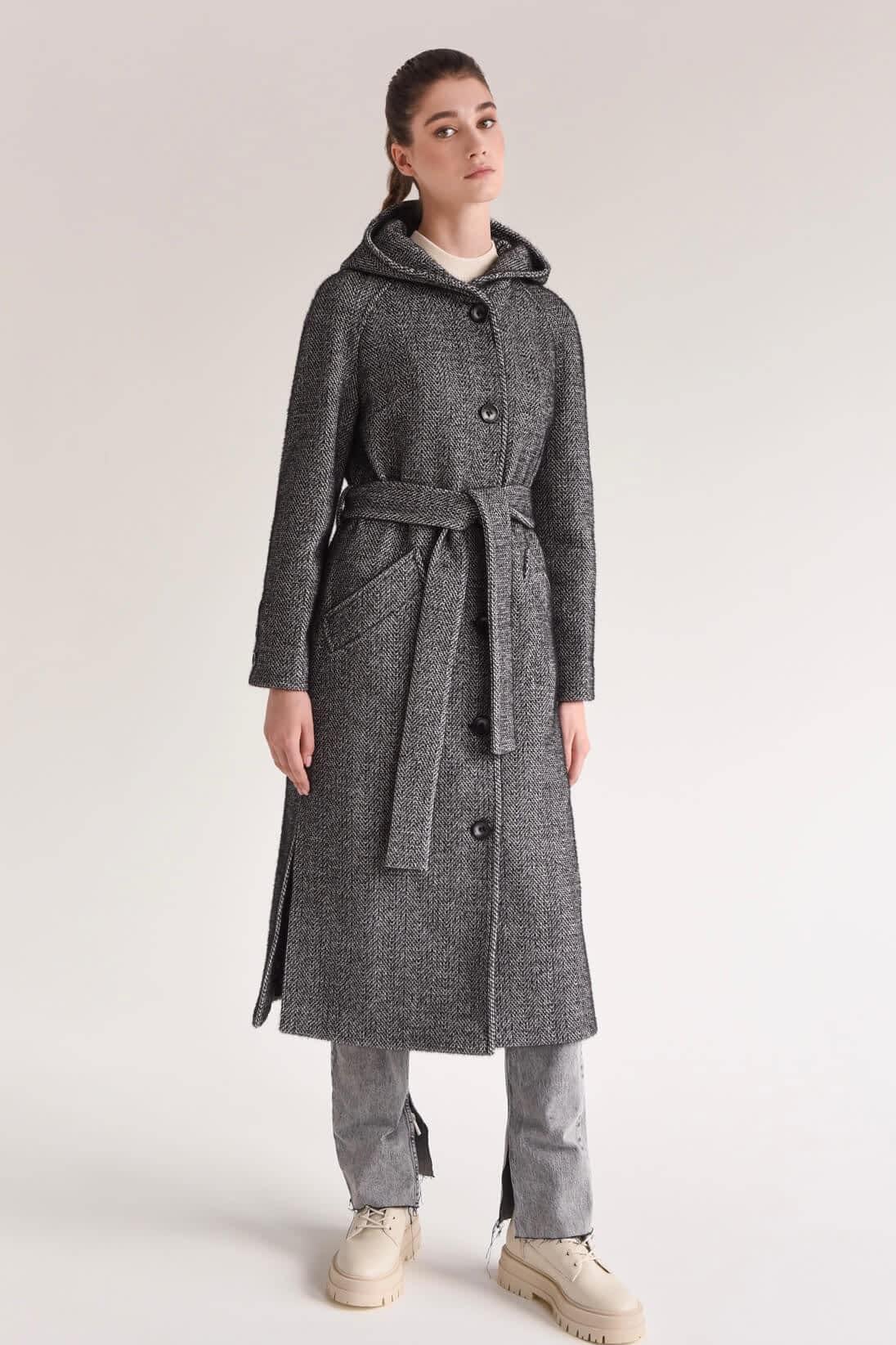 Длинное пальто в клетку с капюшоном