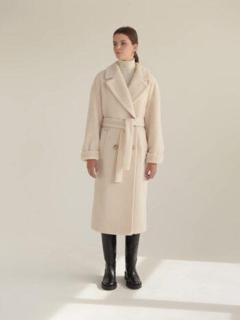 Двубортное пальто-шуба из эко меха